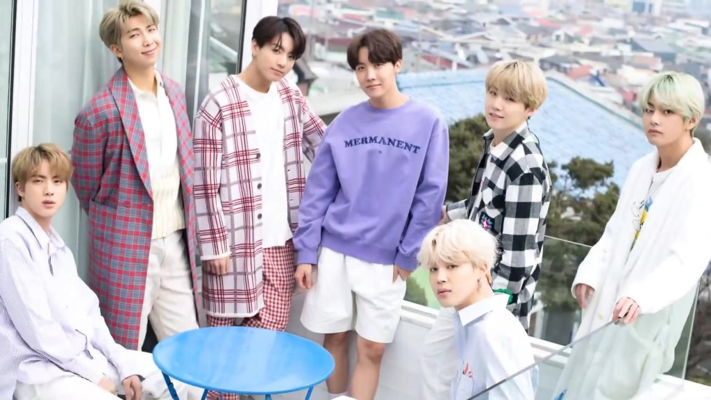 Talent kebanggaan HYBE, BTS, dalam sesi foto Dispatch White, 2019.