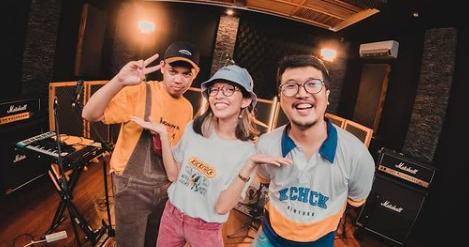 Olski, band asal Yogyakarta yang populer berkat lagunya diputar di radio.