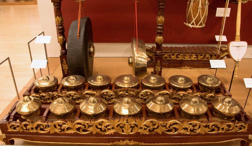 Meski punya range nada yang lebar, Bonang tetap bisa dianggap sebagai alat musik ritmis karena ada pattern-nya tersendiri.