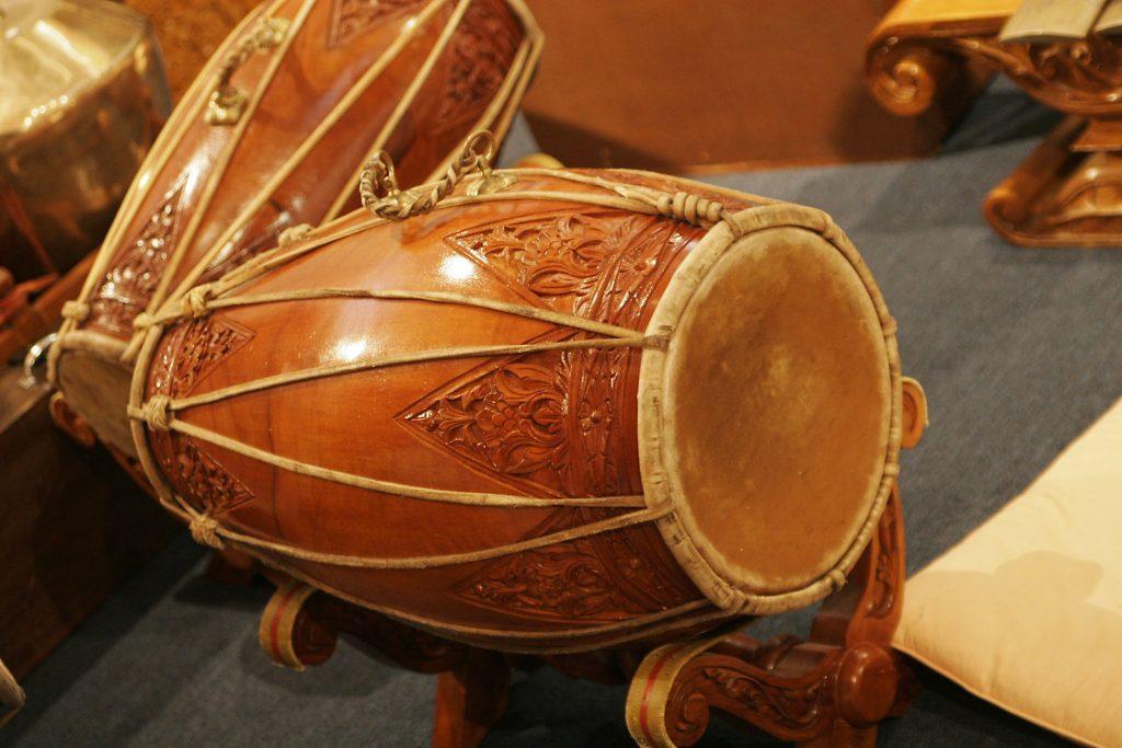 Kendang adalah alat musik ritmis asli Indonesia yang sering dijumpai di musik gamelan hingga dangdut.
