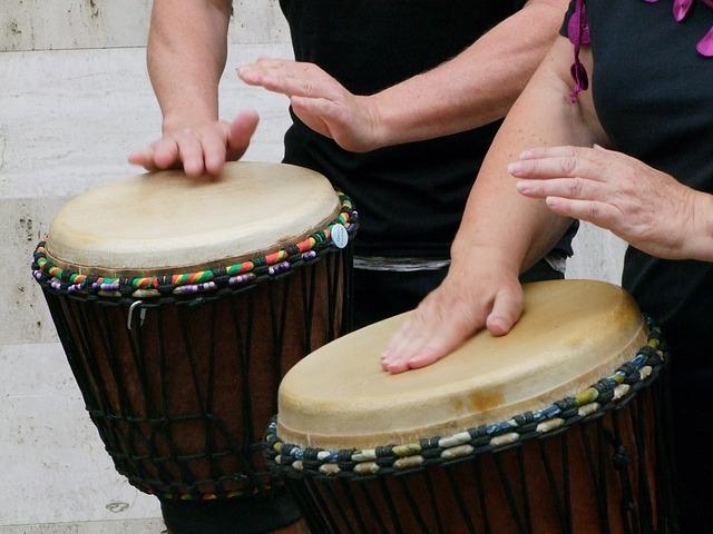 Djembe adalah contoh alat musik ritmis asal Afrika.